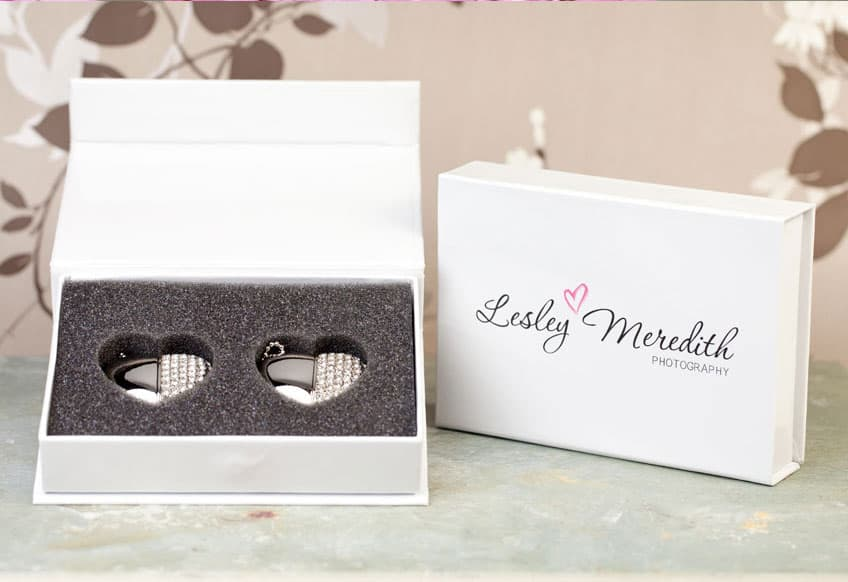 couples-usb-heart-white-flip-box-portfolio-01
